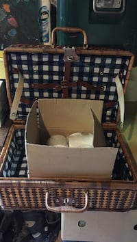 Picnic basket- never been used.  Markham, L3T 2X6