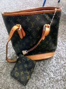 Gucci bag and louis vuitton bag