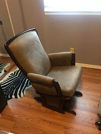 Chair with foot support  Sterling Heights, 48310