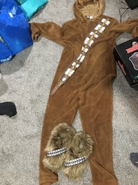Chewbacca suit and slippers Des Moines, 50317