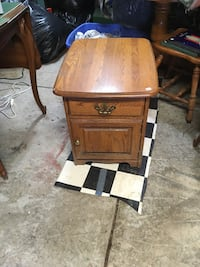 Oak end table or night stand Massillon, 44647