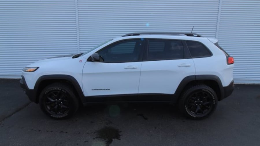 2016 Jeep Cherokee Trailhawk / BACK UP CAM / HEATED SEATS / REMOTE ST 025eeef3-1e63-4f26-8e15-d8f34a4d4bd2