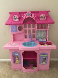 pink and white plastic doll house Westmont, 60559