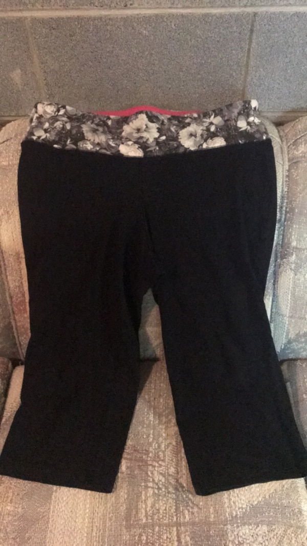 yoga pants size 14/16