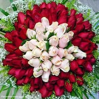 red and white flower wreath تورونتو, M1J 3E5