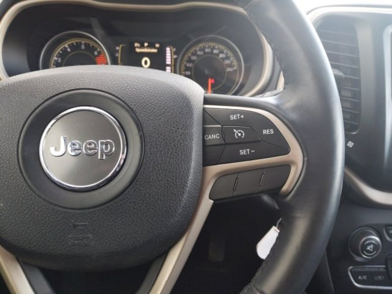 2016 Jeep Cherokee North 12