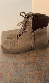 Size 9- Boots