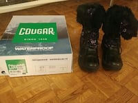 black and gray boots with box Toronto, M4C 5L5
