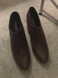 Pair of brown ankle boots size 8.5 Lowell, 01852
