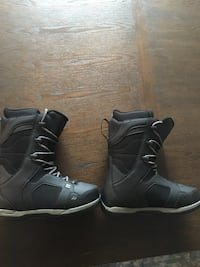 pair of black-and-gray boots Halifax, B3Z 1G4