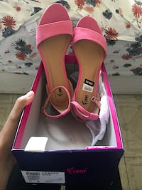 $7 pink women sandal new with tag and box size 6 but fits me and I'm size 7 Honolulu, 96819