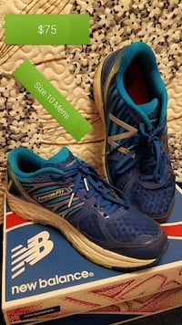 pair of blue New Balance sneakers on box Franklin, 16323