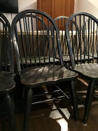 These 8 black hard country wooden chairs are in good shape and will accent any wooden table . Montréal, H1C 2C8