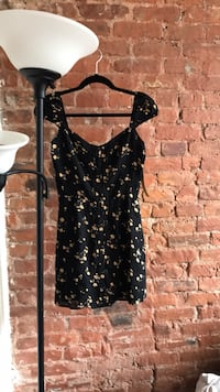 black and white floral scoop-neck dress New York, 10009