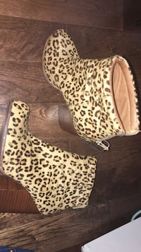 white and brown leopard print platform stiletto booties Burnaby, V3J 0A4