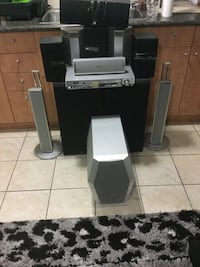 Black and gray home theater system speakers system 9/10 condition Toronto, M1T 2T7