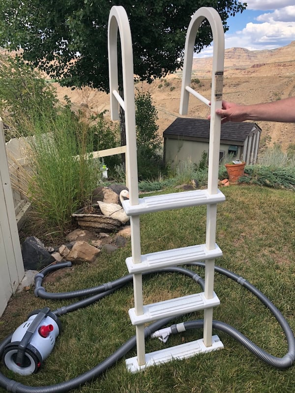 Above ground pool ladder 0