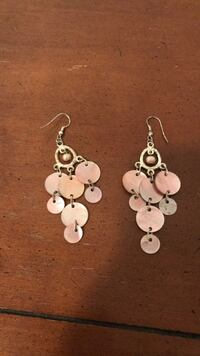 Pink shell and pearl earrings Montréal, H2V 4H2