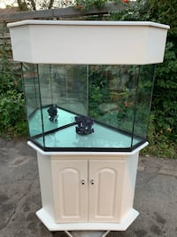 Corner fish tank aquarium with stand and top Cambridge, N1R 2H9