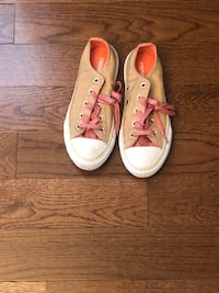 Converses kids shoes pink and gold size 1 Waldorf, 20601