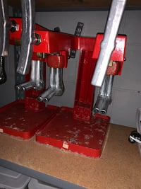 Industrial shoe stretcher for cobblers/shoe repair.