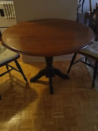 Table and 2 chear wood solid  Montréal, H3J 1J6