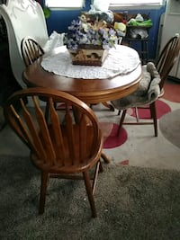 round brown wooden table with four chairs dining set Winchester, 22603