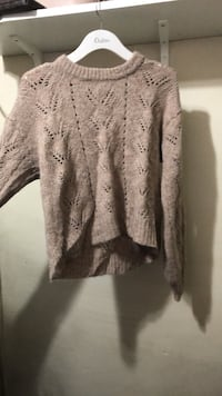 Oatmeal knitted crop fit sweater  Toronto, M3H 2S9