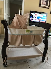 Baby's wooden bassinet Kissimmee, 34744
