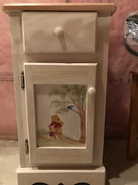 Off white hand painted ... night table great shape ! Looks like a pottery barn kids piece . Guelph