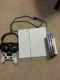 PS4 controller headset combo + 9 games( Spider-Man, NBA 2kq9,etc) Calgary, T2Y 4H6