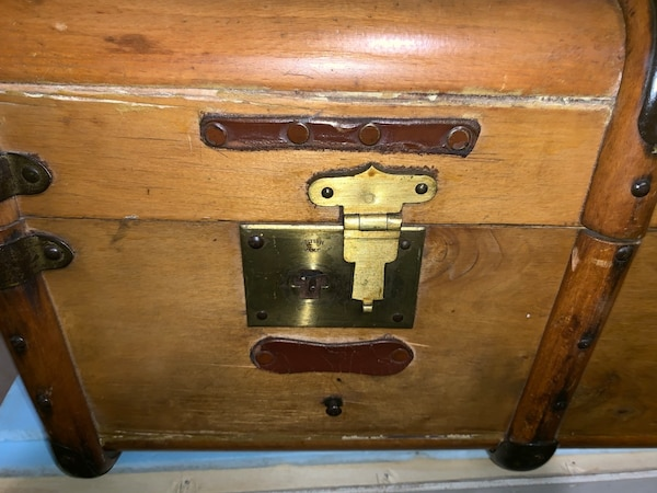 Vintage Wooden Trunk with new accessories incl. 20ba56b9-2654-4012-9613-8408bb04c373