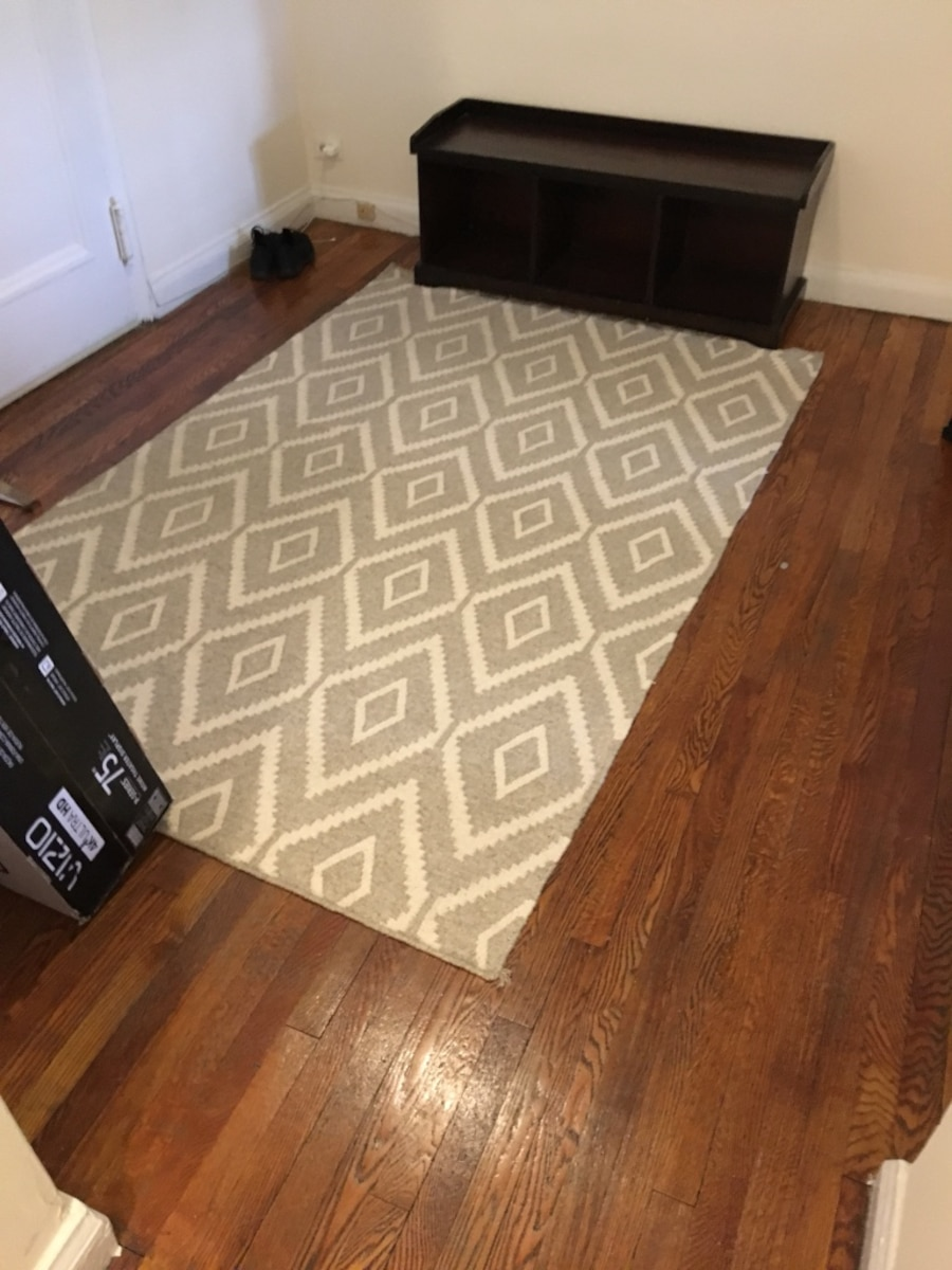 Used 4x6 wool area rug in new york for Area rugs new york