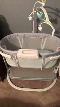 Baby's gray and white bassinet Keedysville, 21756