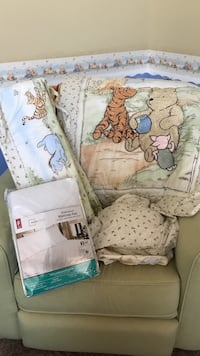Classic Pooh Crib set with 2 fitted sheets Simpsonville, 40023