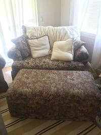 Loveseat Set great condition 27 km