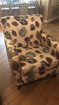 white and black floral padded armchair Gulfport, 39503