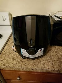 black and gray Oster bread toaster 42 mi