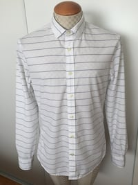MEN'S CASUAL SHIRT Toronto, M4V 2C1
