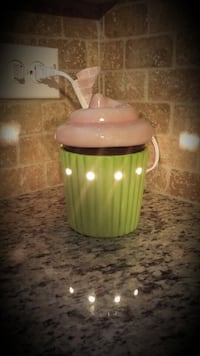 RETIRED Scentsy cupcake warmer  Bunker Hill, 25413