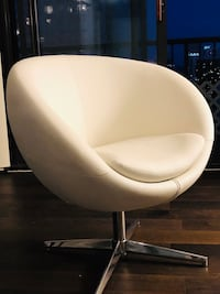 Must go! Awesome Rounded Chair! Chicago, 60611