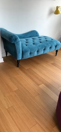 Light blue chaise lounge New York, 11101