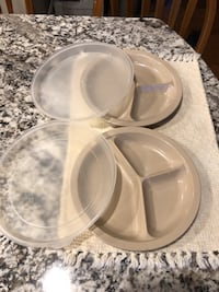Set of 2 Anchor Hocking Microware Divided melamine Plates with Lids