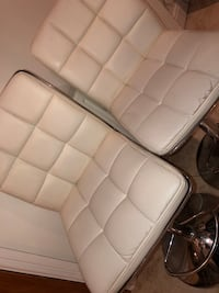 white leather padded massage bed 5805 km