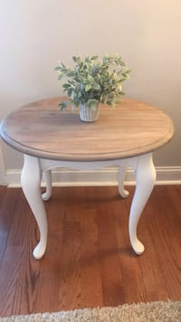 Queen Ann style vintage end table  Philadelphia, 19111