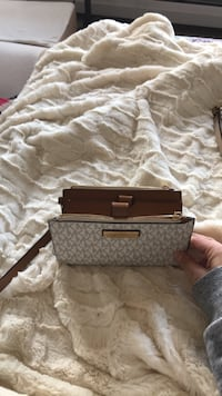 White and brown Michael Kors wristlet Concord, 03301