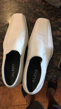White-and-black slip-on shoes - size 11 Mississauga, L4Z 0A5