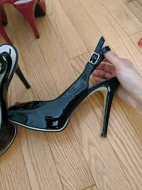 Guess black patent leather size 7 pumps Toronto, M2M 1R1