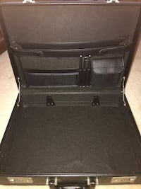mint condition  leather briefcase Holly Springs, 30115