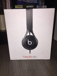 Selling Beats Ep on ear headphones in black 10/10 condition